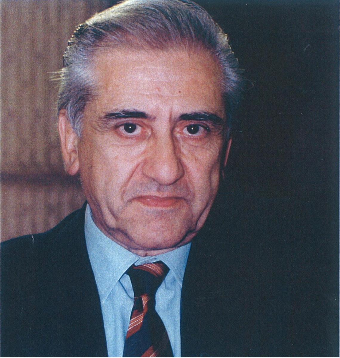 http://www.accademiadellacrusca.it/it/laccademia/organizzazione/presidenti-dellaccademia/francesco-sabatini